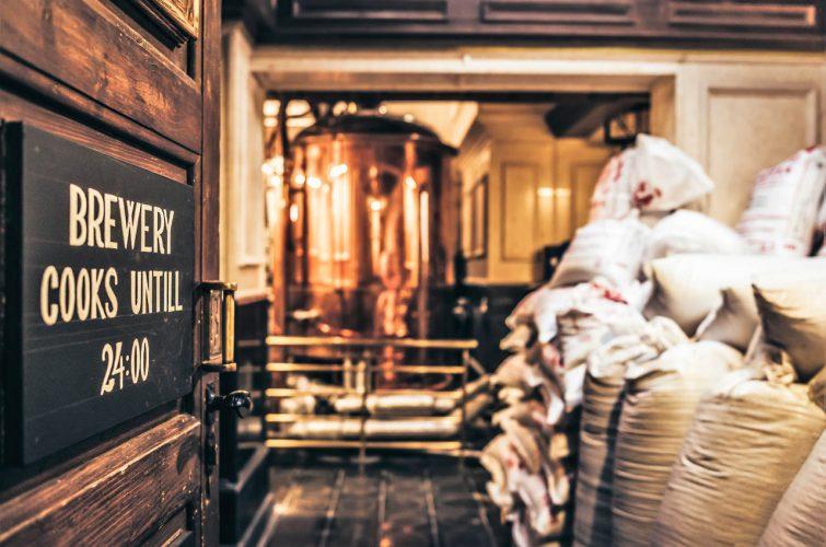 Dakotas brewery dakota beer pub elliniko region argyroupoli area craft beer - 1