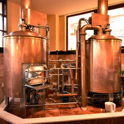 Copper beer tanks at dakota beer pub pub brewery argyroupoli elliniko region - 1