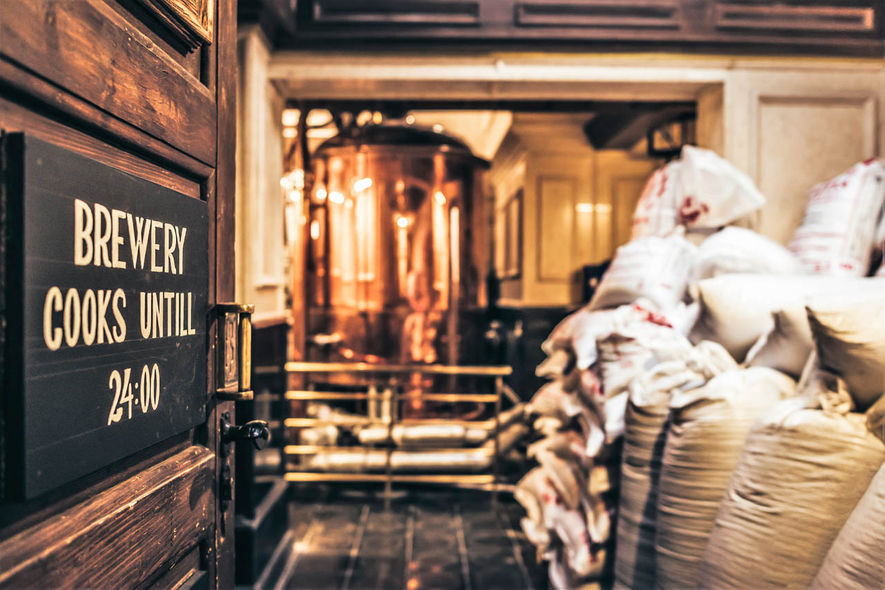 Dakotas brewery dakota beer pub elliniko region argyroupoli area craft beer